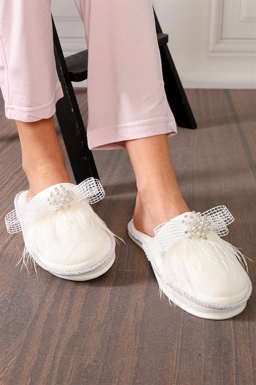Liam White Maternity Nursing Slipper